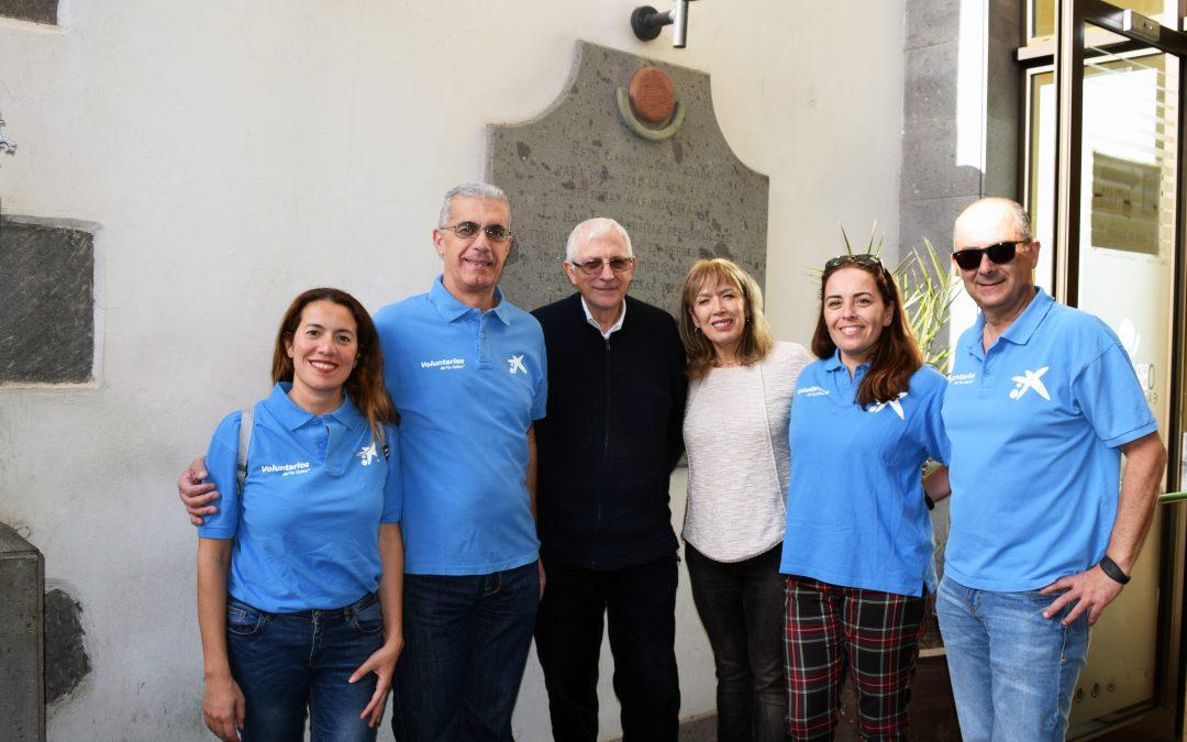 """Entrega de donaciones por el equipo de voluntariado de Obra Social """"La Caixa"""""""