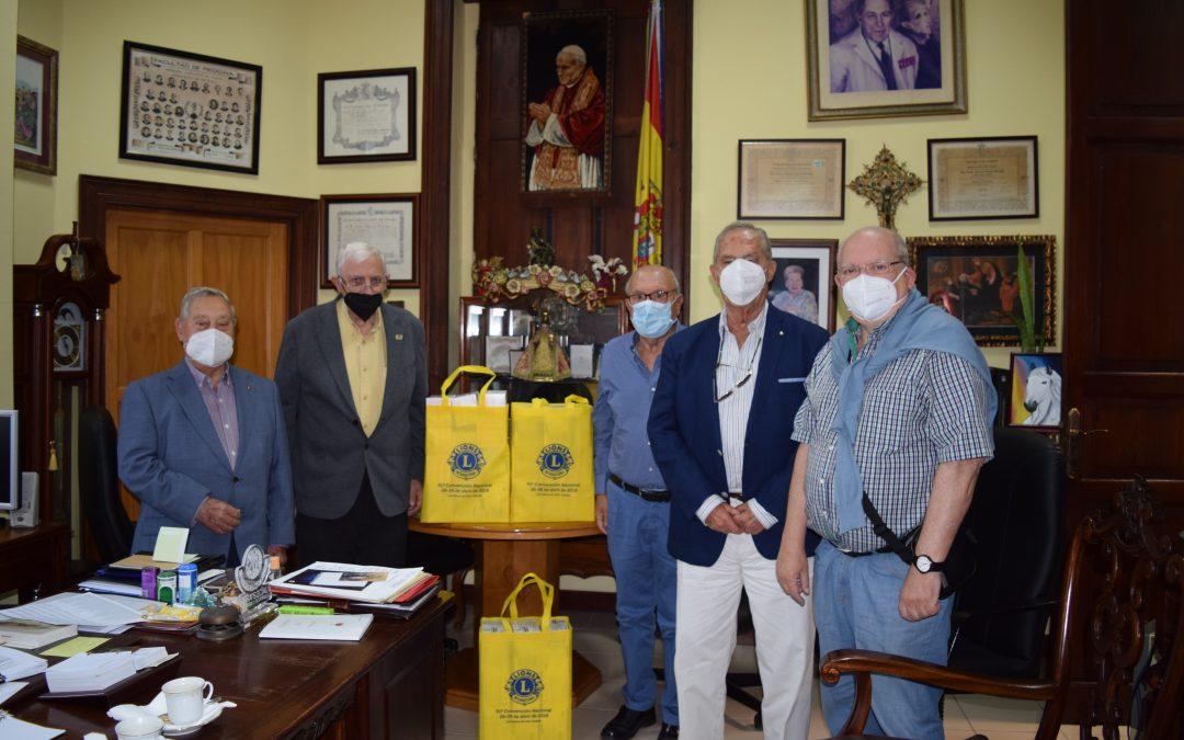 Donación de mascarillas por el Club de Leones