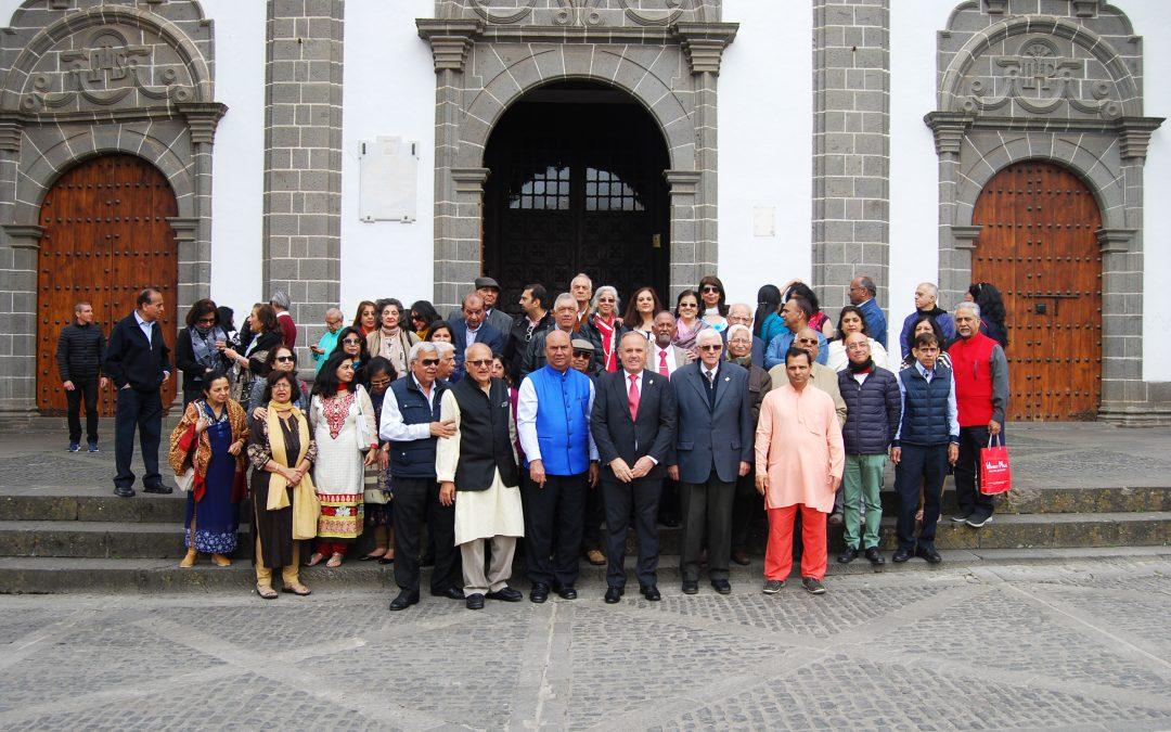 Ofrenda a Ntra. Sra. del Pino de la Comunidad Hindú de Gran Canaria
