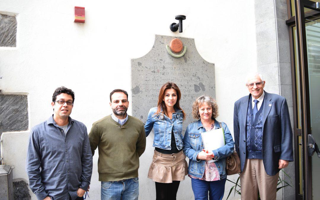 Visita de Dña. María José Caballero, Trabajadora Social del Excmo. Cabildo de G.C.