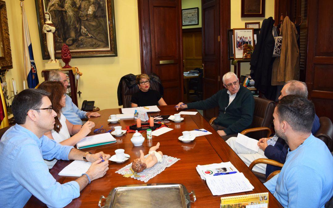 Mesa de trabajo con la candidata a la alcadía, Dña. Salud Gil